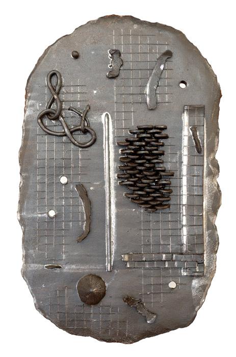 Suse Bauer . Ich will immer Luft nur speisen, Felsenbrocken, Kohle, Eisen  2011  glasierte Keramik  52 x 33 cm