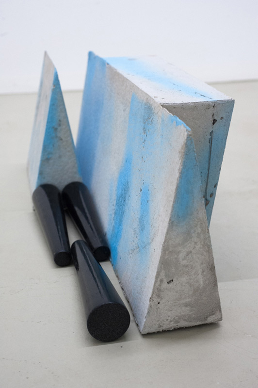 Yasmin Alt . Tomb, 2013, concrete, varnish, wood, 22,5 x 18,5 x 61,0 cm